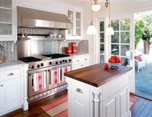 Traditional Style Kitchen with Doors to Patio
